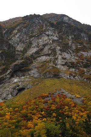紅葉の屏風岩